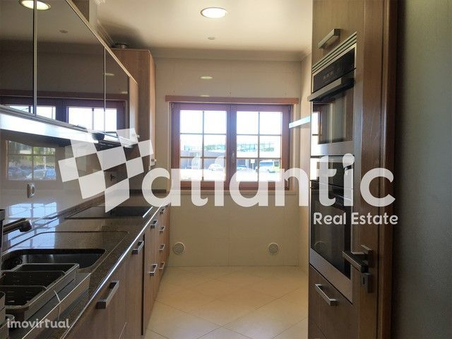 Apartamento T2 C/ terraço, a 2 m da Nova SBE carcavelos, Cascais