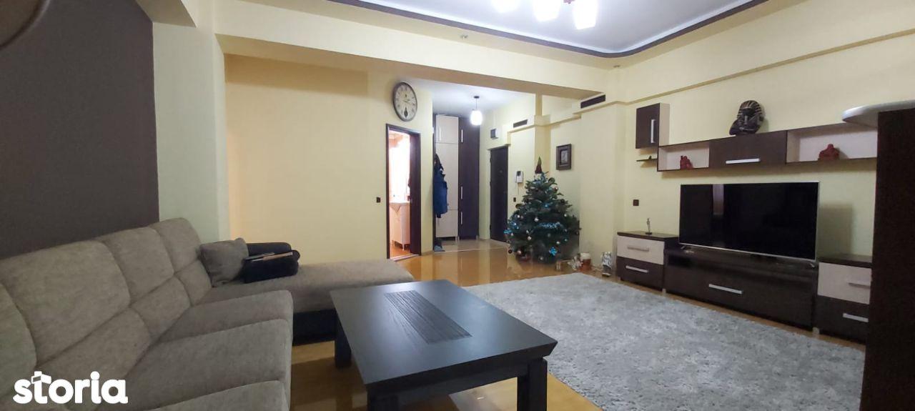 Apartament 3 camere, mobilat complet, etaj 1, 2 parcari, zona Strand