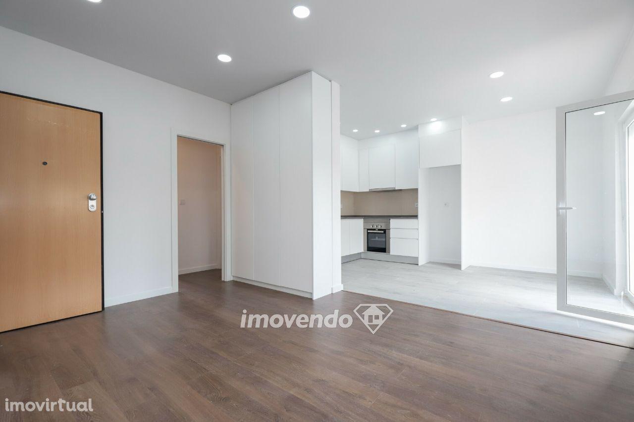 Apartamento T2, totalmente remodelado e pronto a habitar, no Barreiro