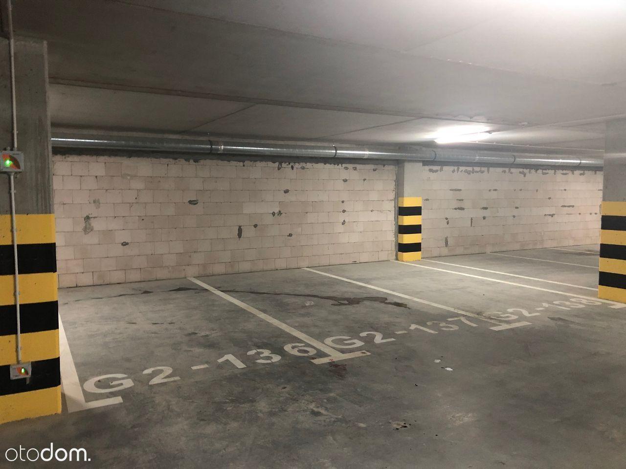 Sprzedam miejsce w hali garażowej, wybór 9 miejsc
