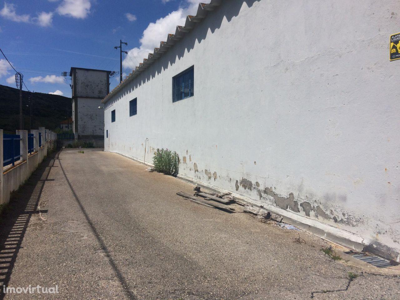 Armazém industrial em Arranhó para arrendamento