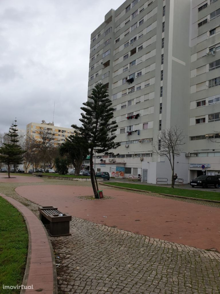 Arrendamento de Apartamento bem Localizado