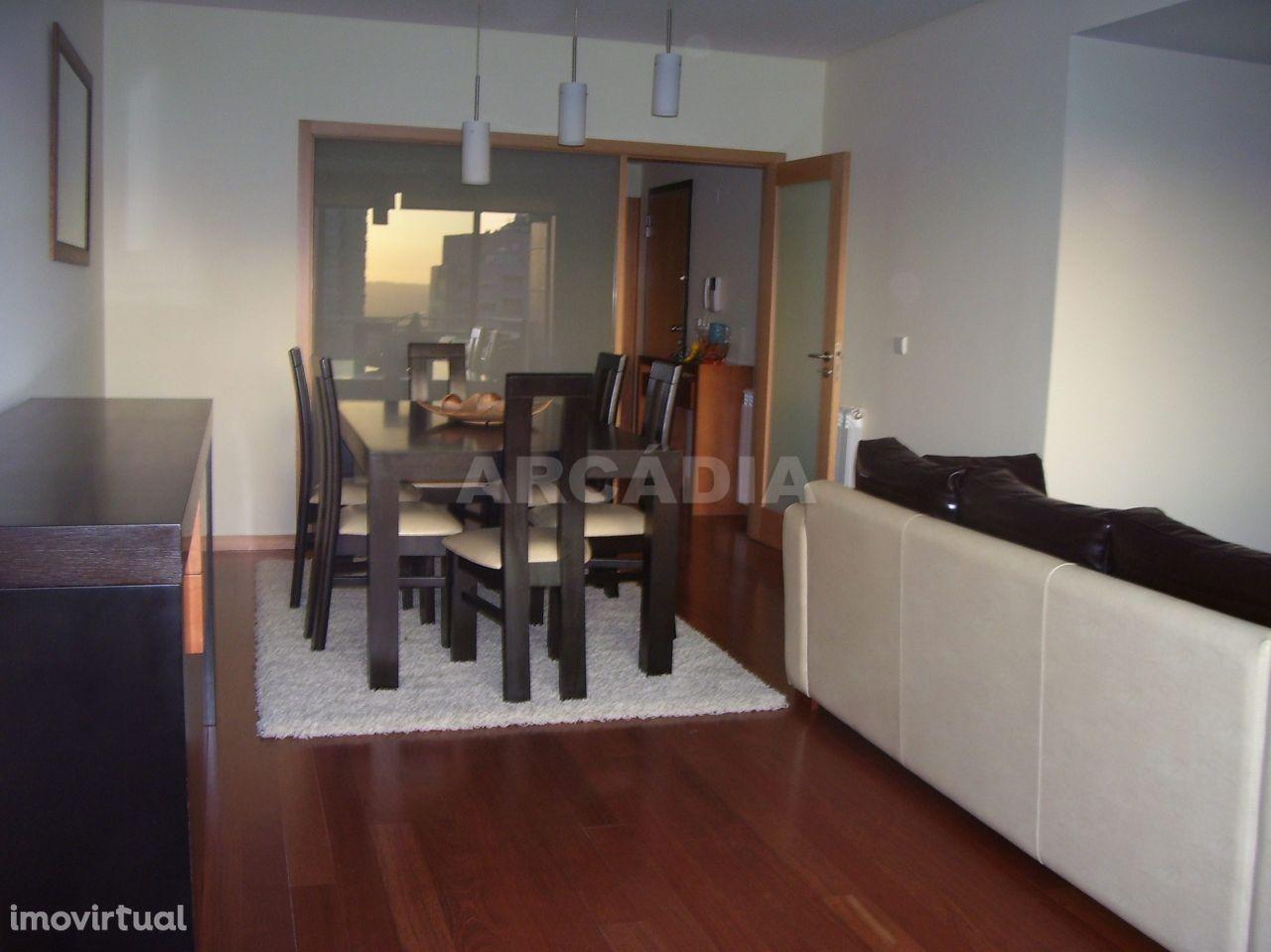 Apartamento T3 Moderno e Mobilado