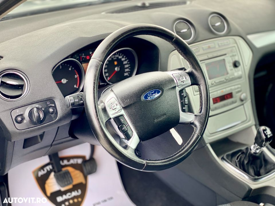 Ford Mondeo 1.8 - 12
