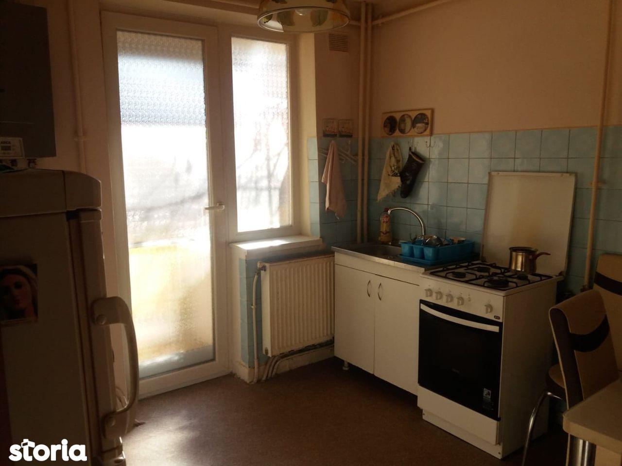 Apartament 3 camere decomandat, etaj 1.