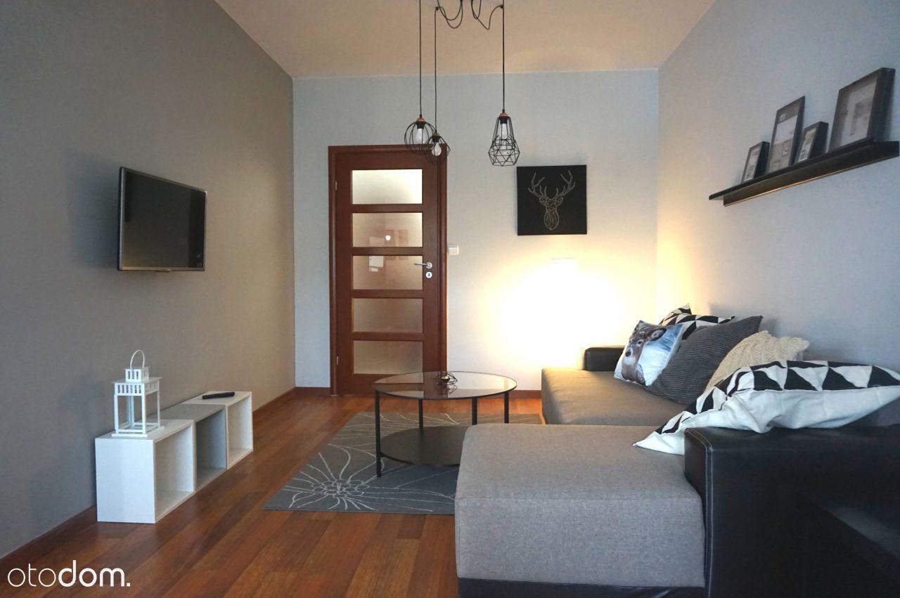 Przestronne mieszkanie dwupokojowe w Kamienicach H
