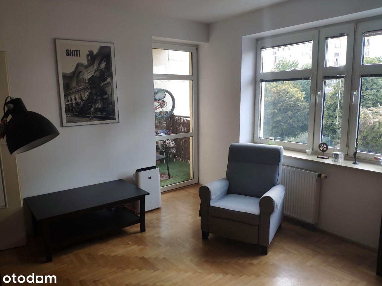 Bezpośrednio - Mieszkanie z garderobą koło parku