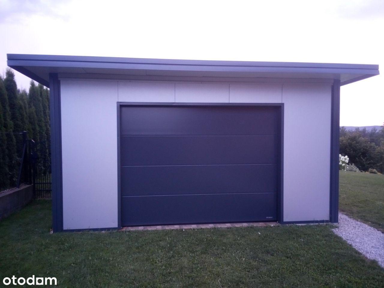 Innowacyjny garaż ocieplany z płyty warstwowej