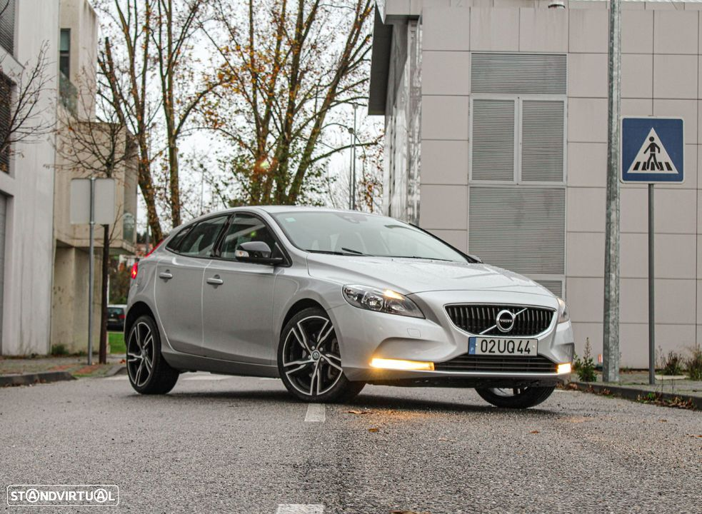 Volvo V40 D2 Kinetic Geartronic - 1