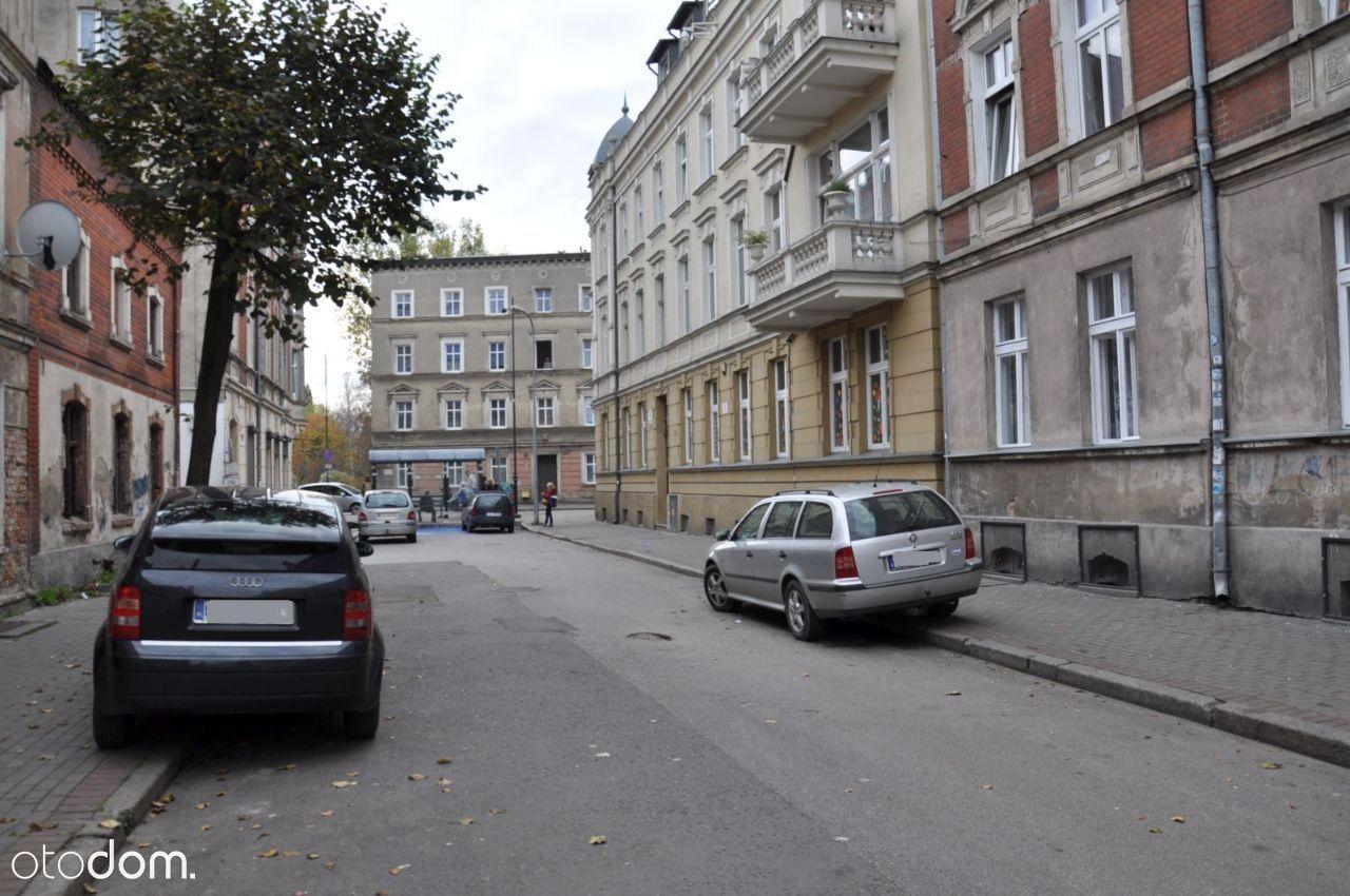 Duże mieszkanie z balkonem w centrum miasta