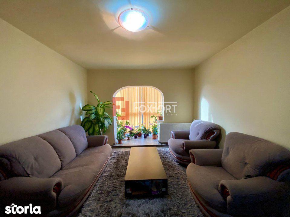Apartament 3 camere, etaj intermediar, centrala proprie, zona Lipovei