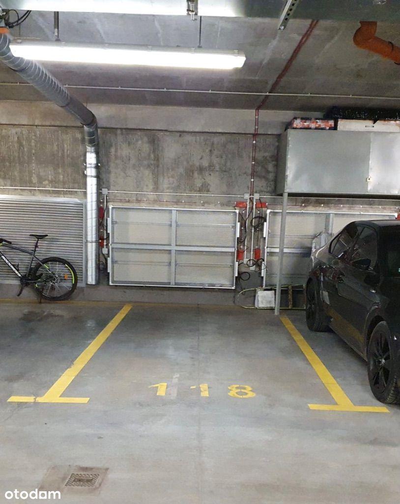 Wygodne miejsce parkingowe w garażu podziemnym