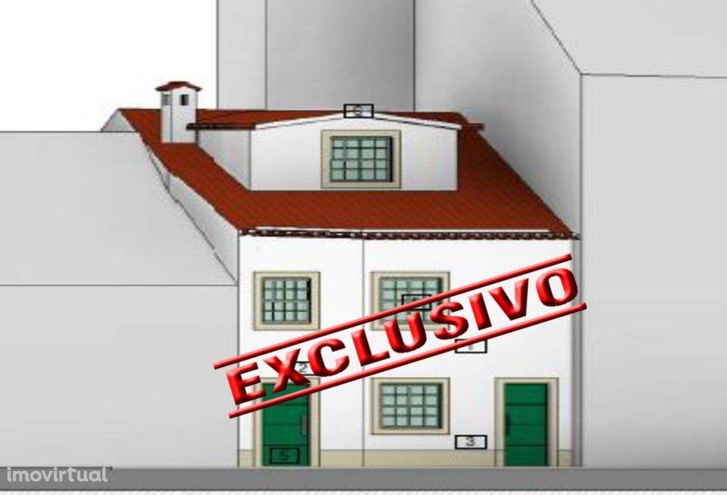 Prédio com projeto e licença aprovada no centro histórico de Tomar