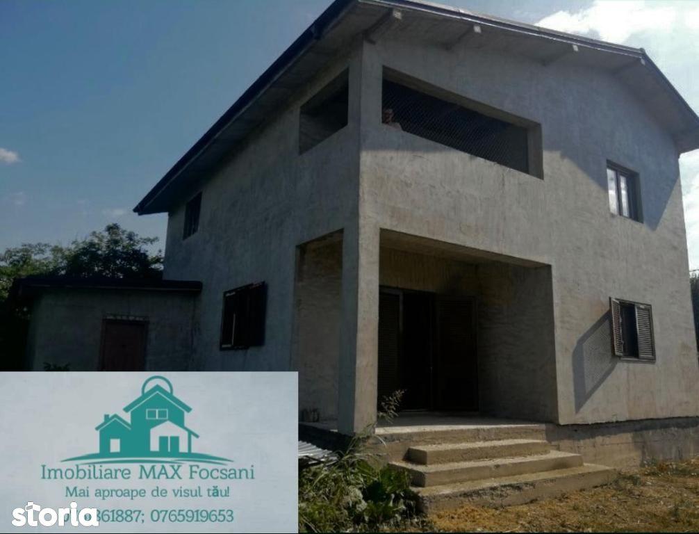 Casa tip P+1E, 205 mp utili, 790 mp teren, in Petresti