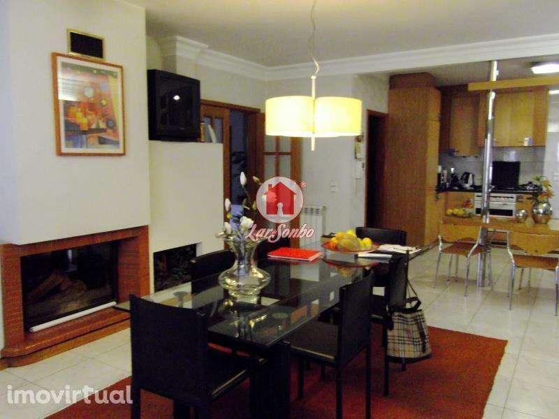 Este terreno para comprar está a ser divulgado por uma das mais dinâmicas agência imobiliária a operar em Fanhões, Loures, Lisboa