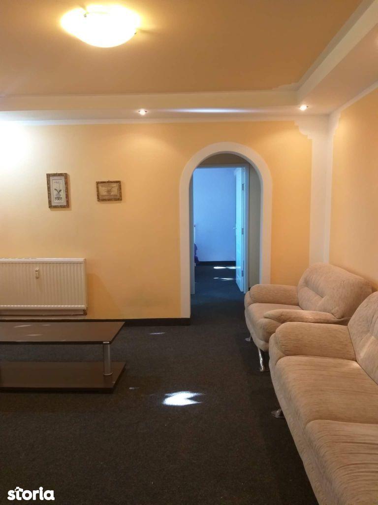 Oferim 2 camere zona centrala etaj4/4 pentru inchiriere