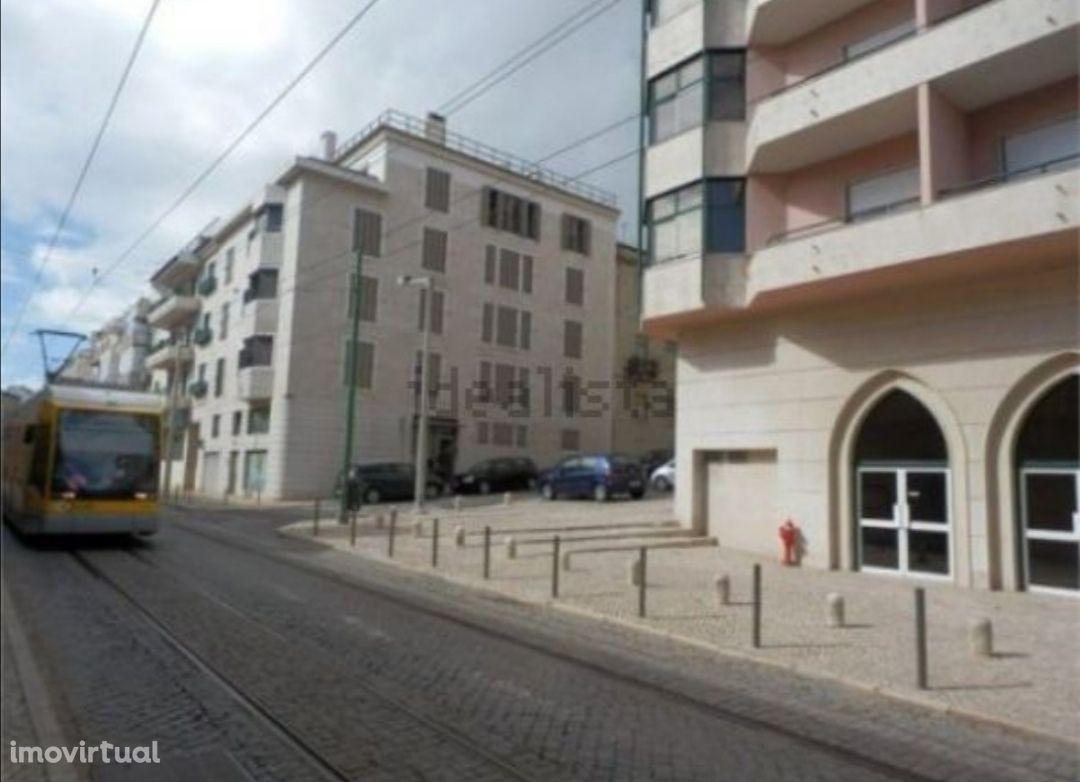 Apartamento T2 mobilado e equipado, garagem, vista rio, em Belém