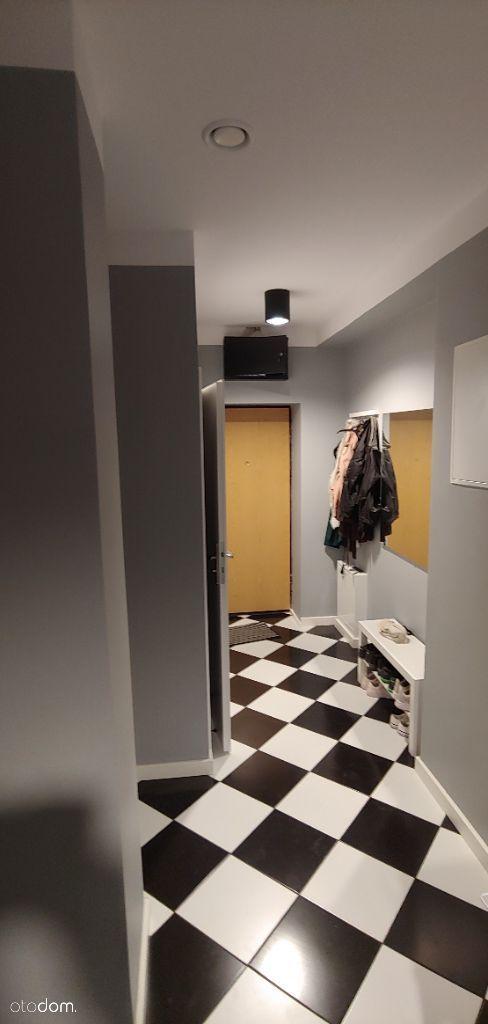 Pokój przy metrze