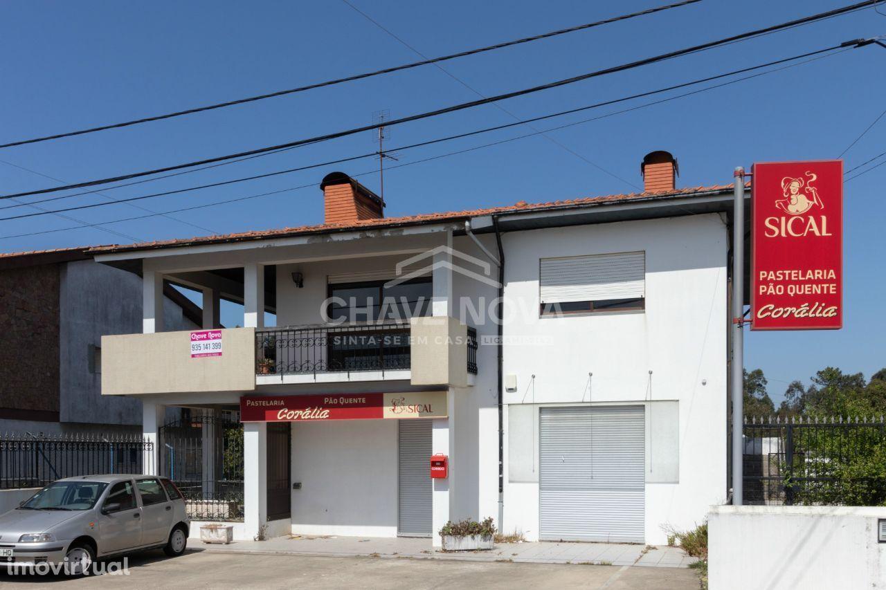 Moradia Isolada T-4 + loja para comércio em São Paio de Oleiros