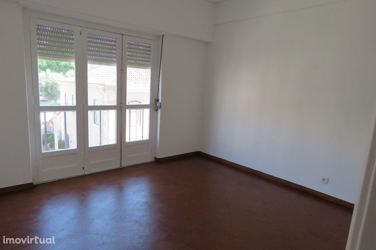 Apartamento t2 centro da Cruz-Quebrada