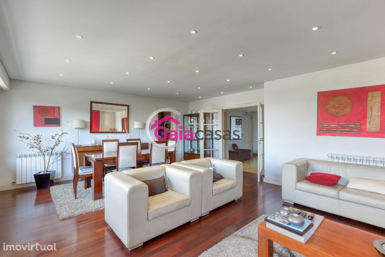 Apartamento T3 como novo, Jardins D` Arrábida, lugar garagem + arrumo