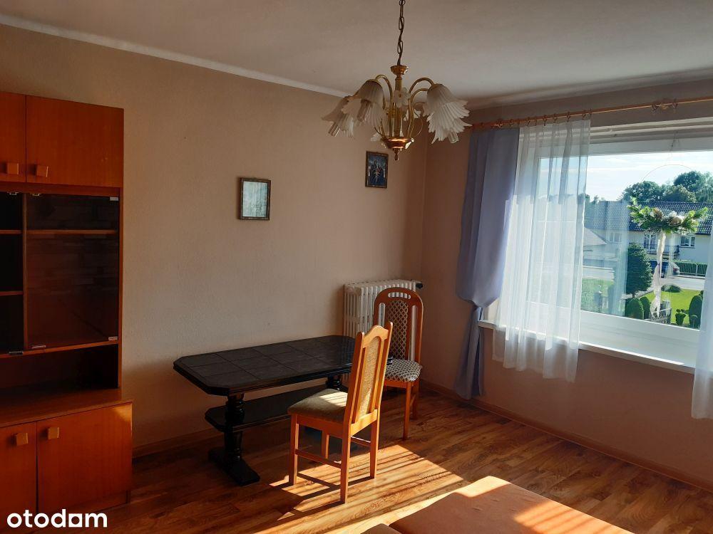 pokój z łazienką i kuchnią