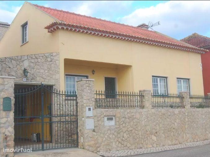Moradia 2 pisos Garagem, Quintal, Anexo/Churrasqueira zona turística
