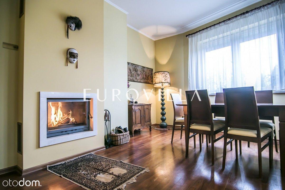 Ładne mieszkanie z kominkiem w centrum Konstancina