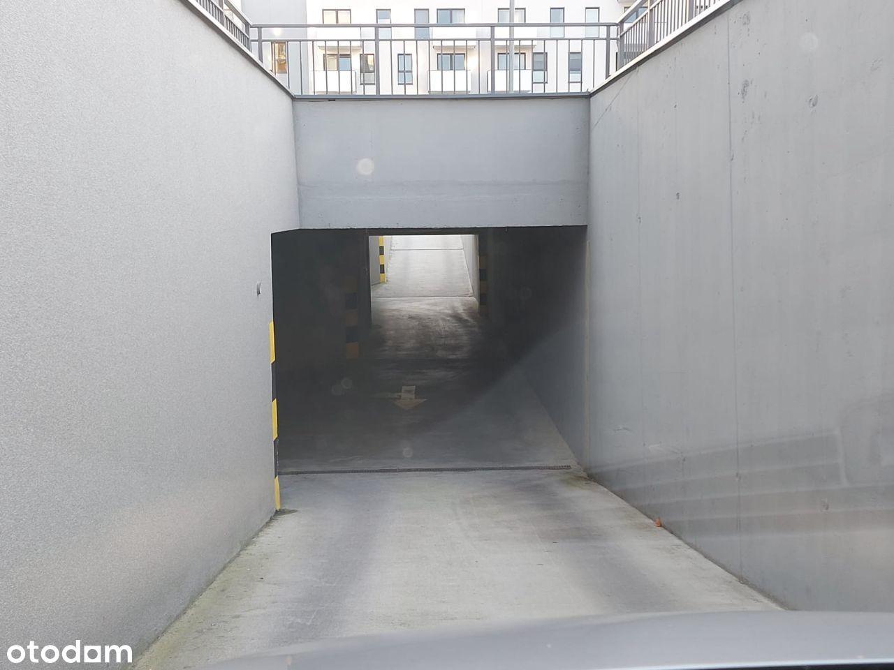 Garaż ul. Zorska 99 / 99a