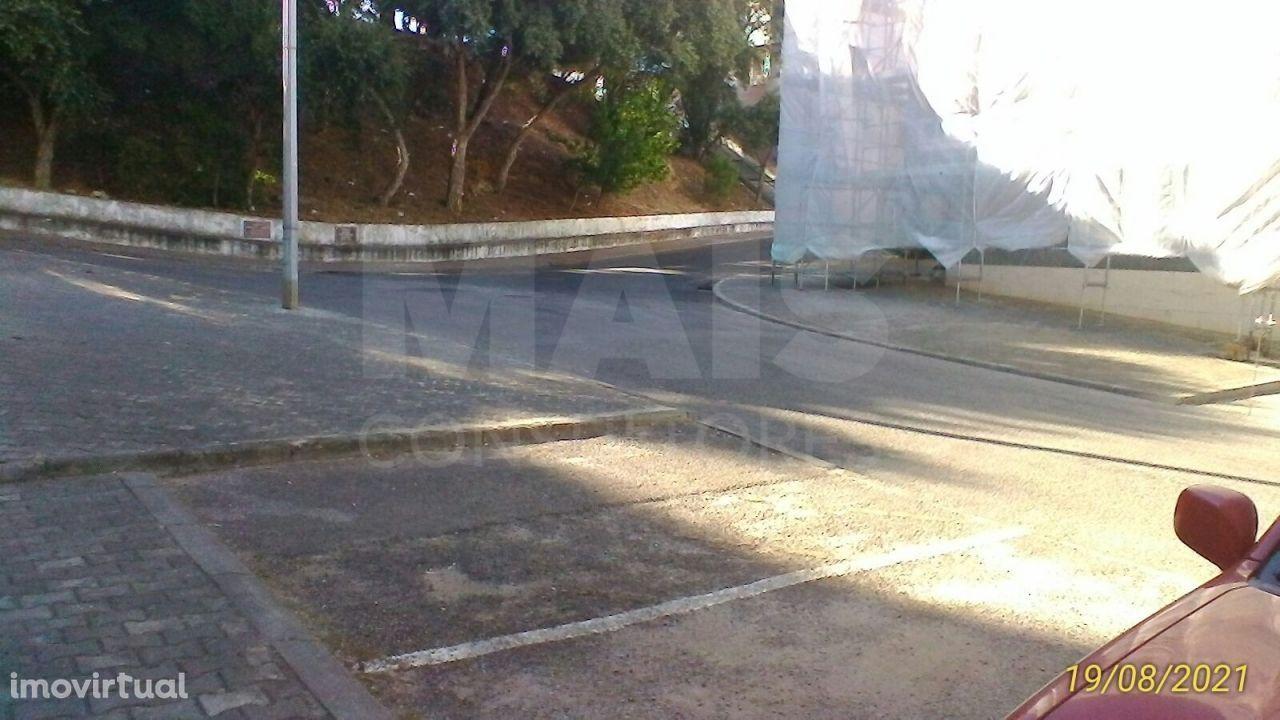 Garagem fechada na Quinta do Batateiro com 28 m2 de área