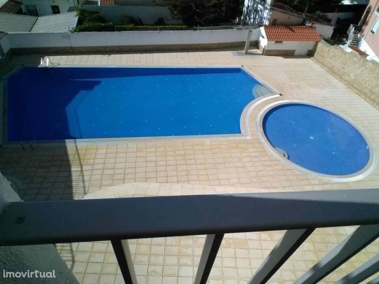 Apartamento T0+1 piscina renovado São Martinho Porto varanda