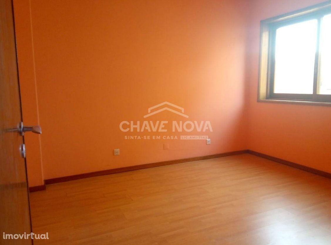 Apartamento T3 c/ varanda - Vilar de Andorinho