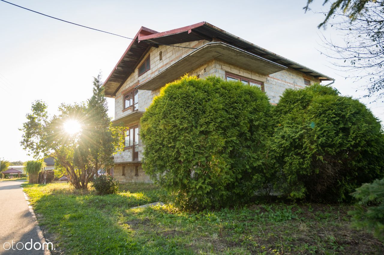Duży funkcjonalny dom pod Krosnem z piękną działką