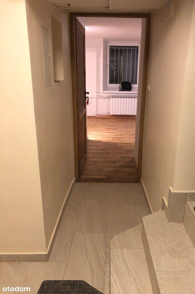 Jasna suterena 20 m na mieszkanie lub pracownię