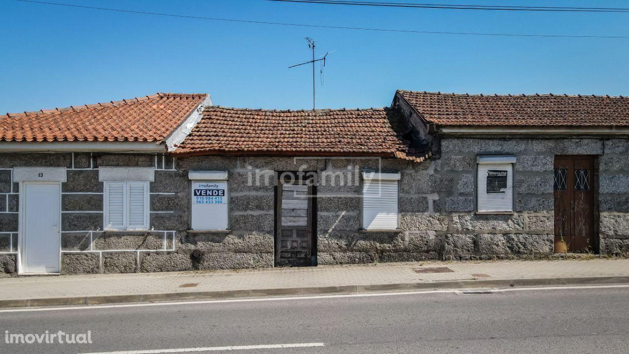 Moradia T3 para restauro em Silvares, Guimarães