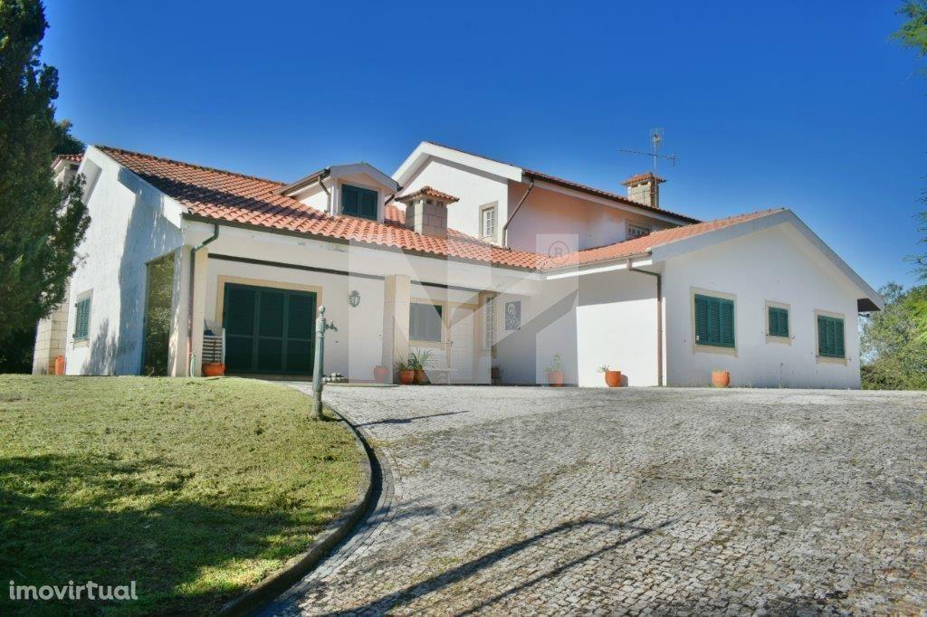 Moradia T6 | Com Garagem e Jardim | Santo Tirso, Burgães