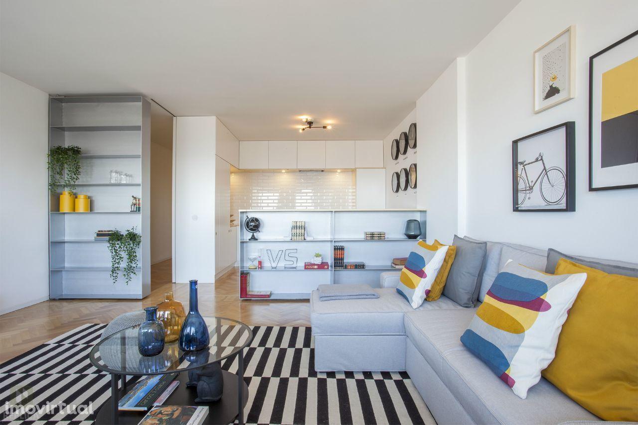 Apartamento T4 transformado em dois T2 totalmente remodelados, na Baix