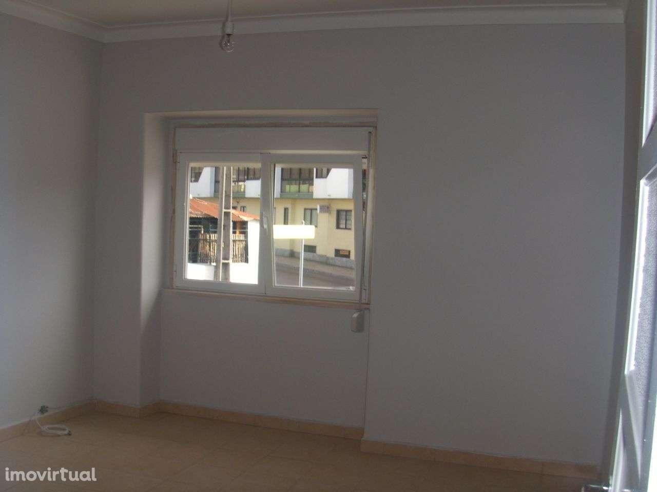 Quarto para arrendar, Rua João Villaret, Laranjeiro e Feijó - Foto 2