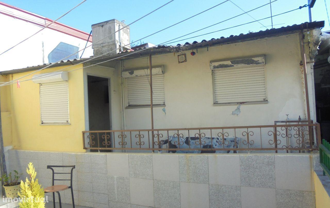 Casa T2 Leça do Balio (em remodelação)- perto cruzamento P. da Légua