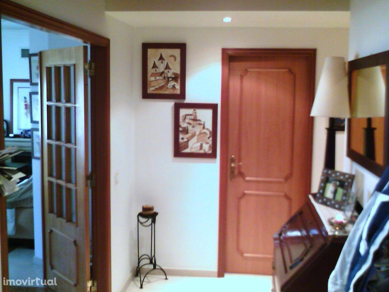Apartamento 4 assoalhadas em VilA NOVA DE CAPARICA (South Bay Lisbon)