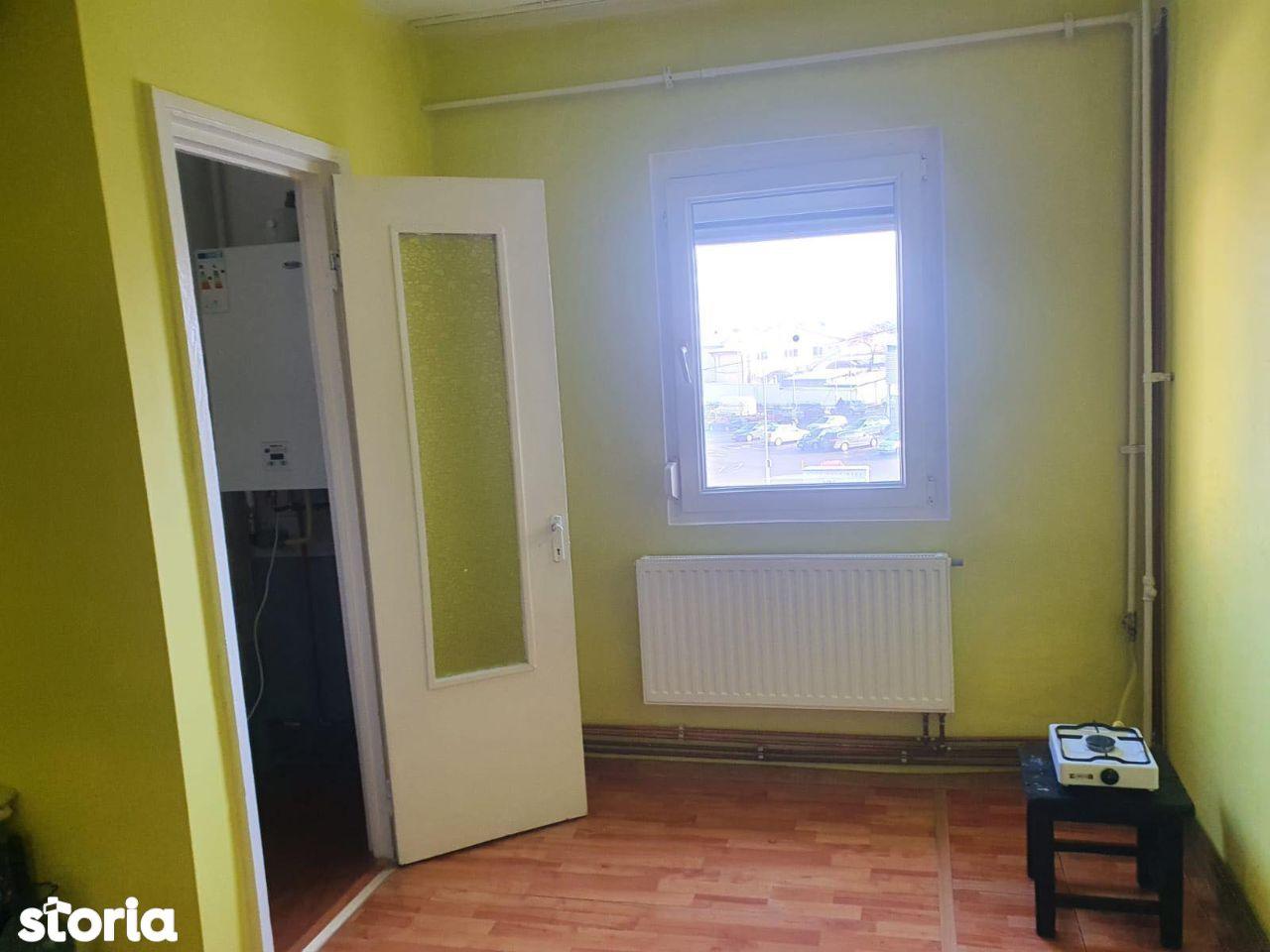Apartament cu 2 camere, zona de jos, Onesti!