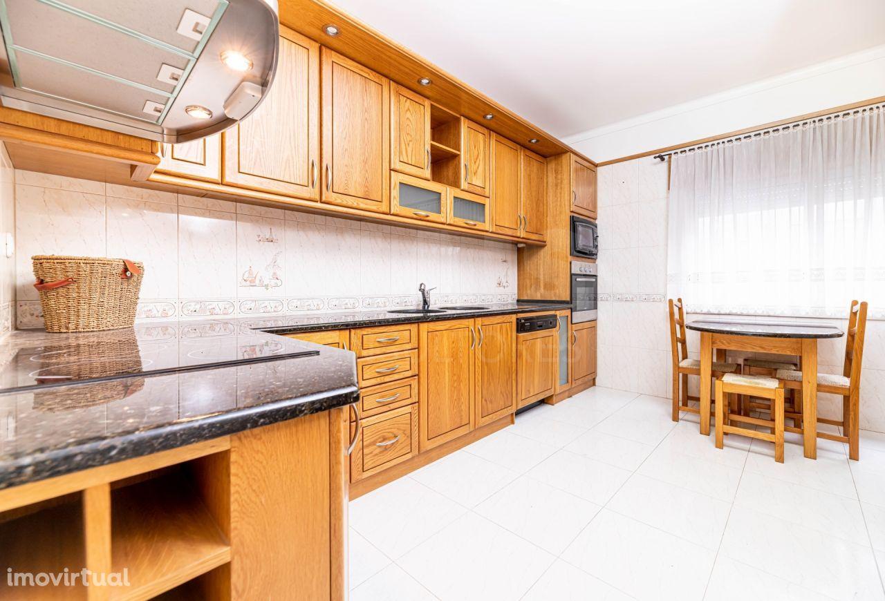 Apartamento T4 Duplex, remodelado, na Castanheira do Ribatejo