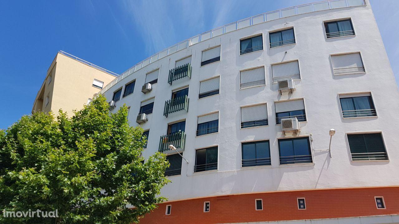 Cascais Centro apartamento 1 quarto mobilado com estacionamento na cav