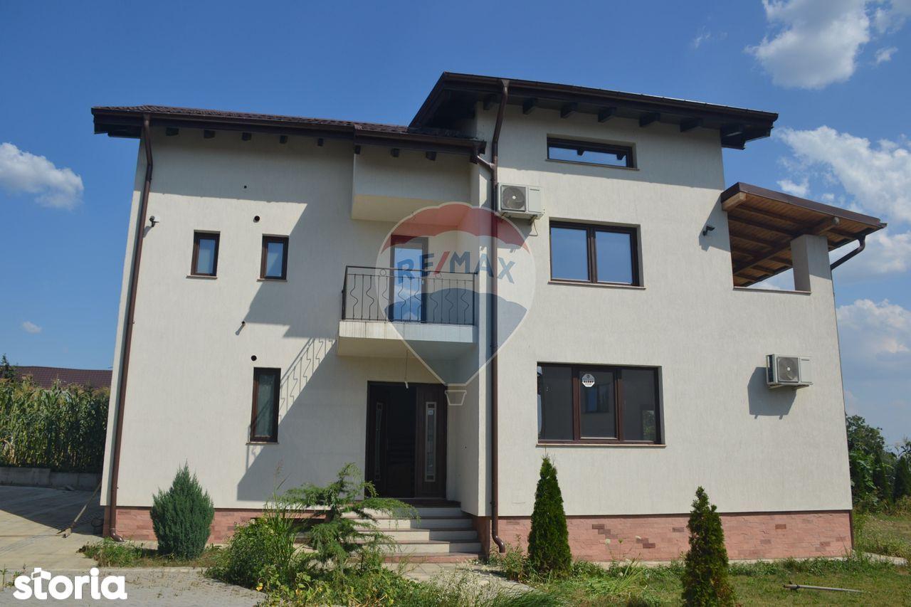 Casa de Vanzare cu 7 camere Cartier Mica Roma Ploiesti