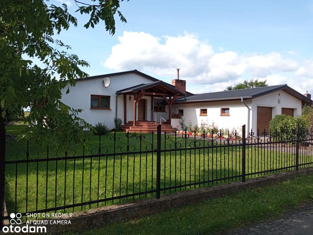 Dom parterowy z dwoma garażami w Bolesławcu