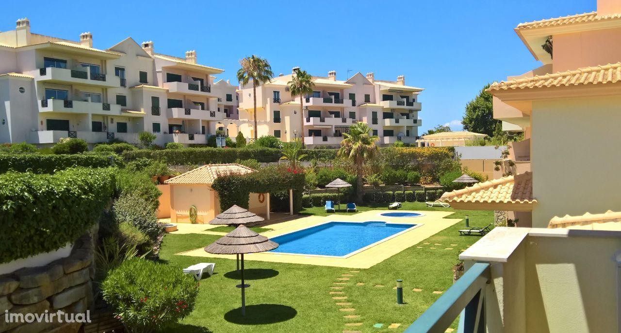 Apartamento T2 para férias em condomínio fechado com piscina - Algarve