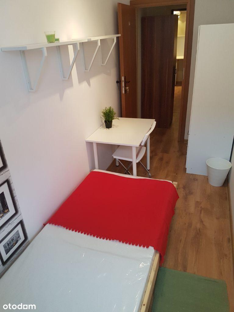Jednoosobowy pokój przy ul. Marszałkowskiej 140