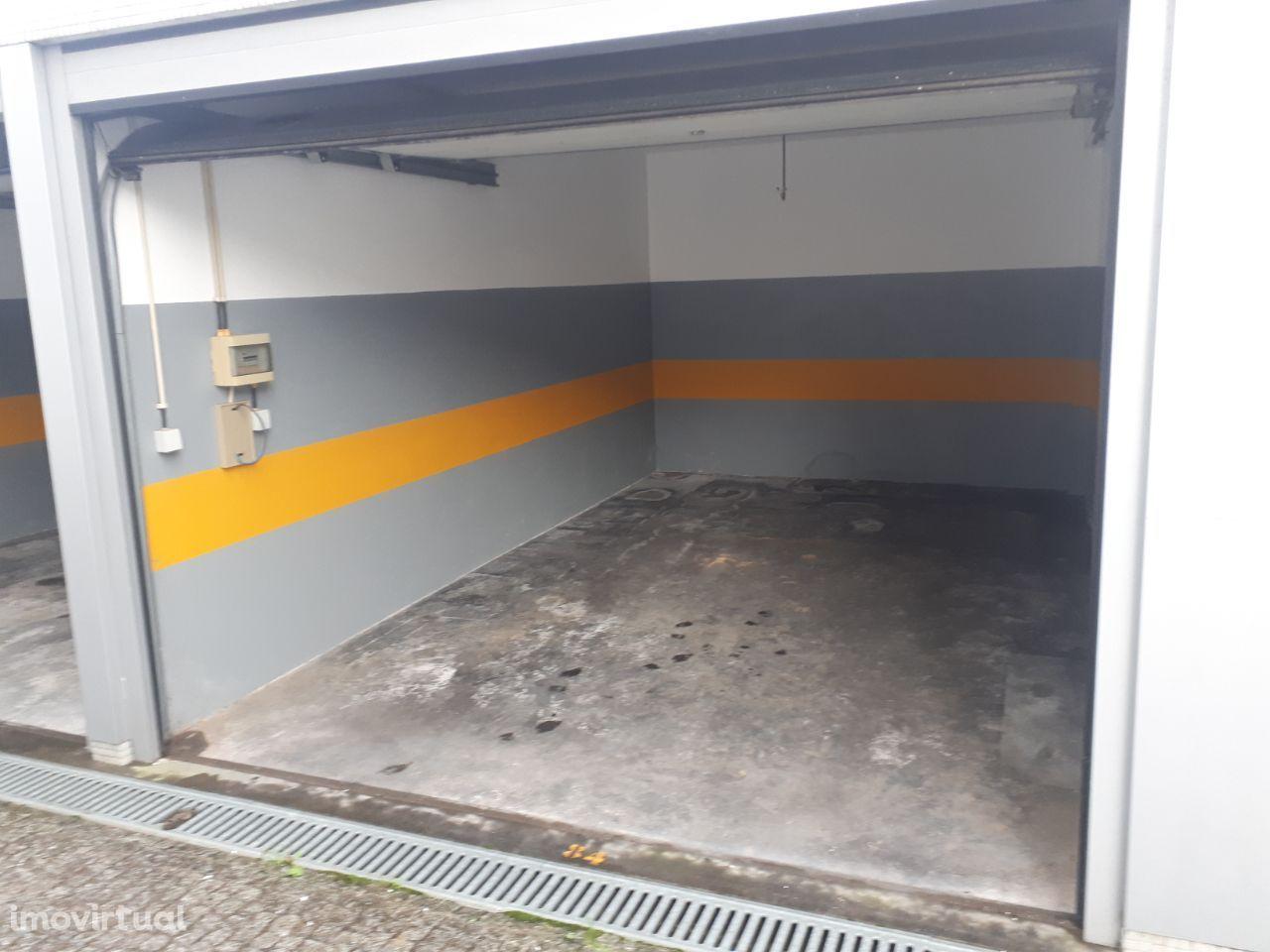 Box / Garagem Porto á Rua Damiao de Gois