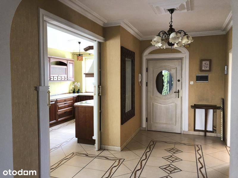 Excellent Location House Close To International Sc