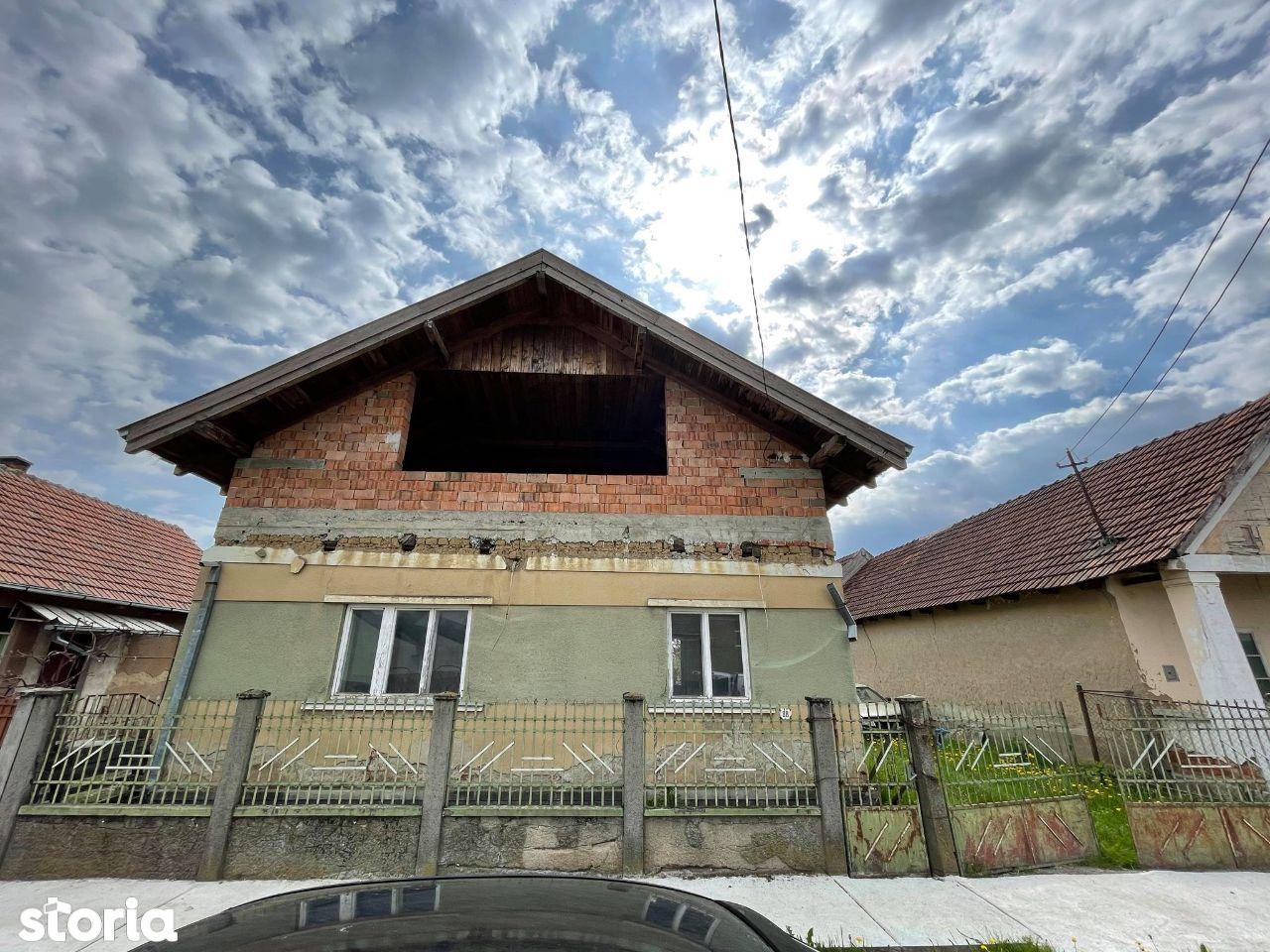 Casa P+M si 721 mp teren Lazuri